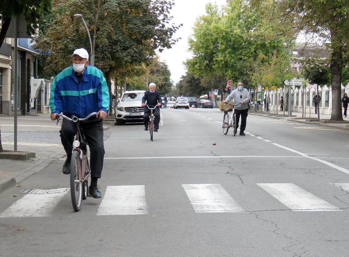 Glas Podrinja / Biciklisti kroz Masarikovu ulicu
