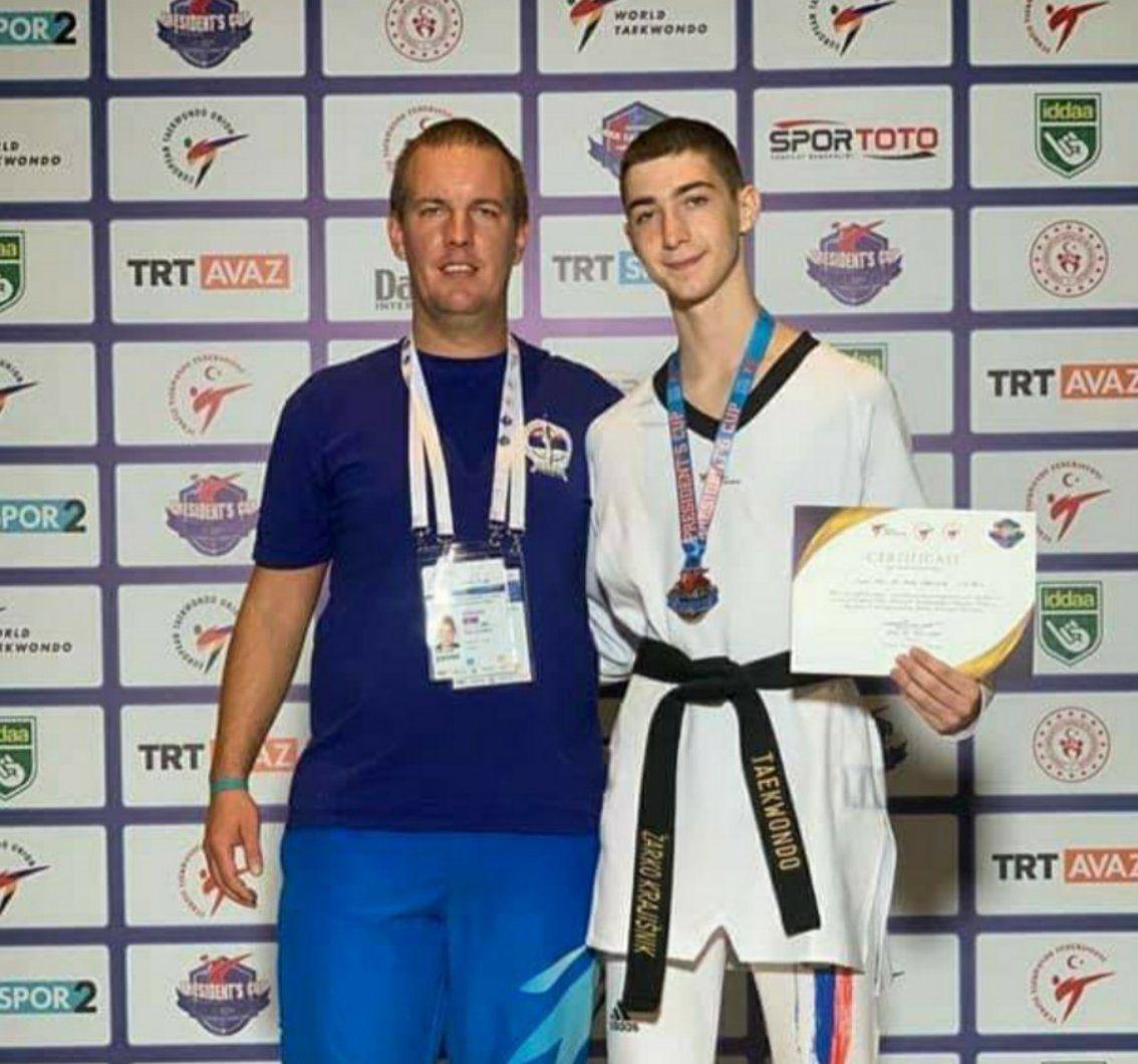 Крајишник са тренером Милошем Лазићем (фото: приватни фб профил)