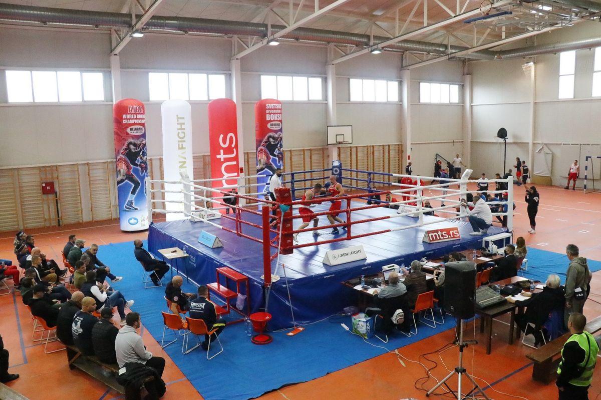 Sala Ekonomske škole poprište kvalitetnog boksa (foto: Glas Podrinja)