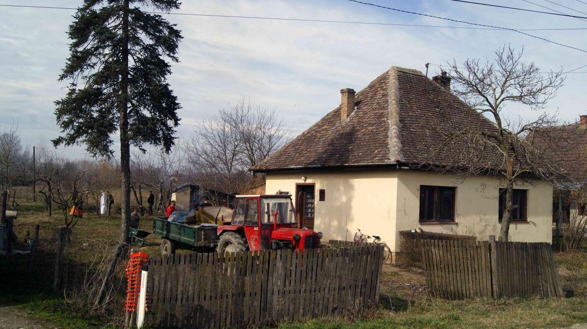 """Crnobarski koreni"" obnavljaju korene sela"