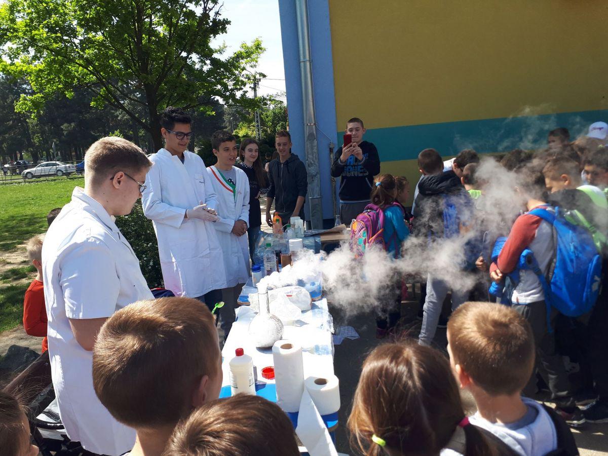 """Mali naučnici i veliki eksperimenti u dvorištu """"Jevremove"""" škole"""