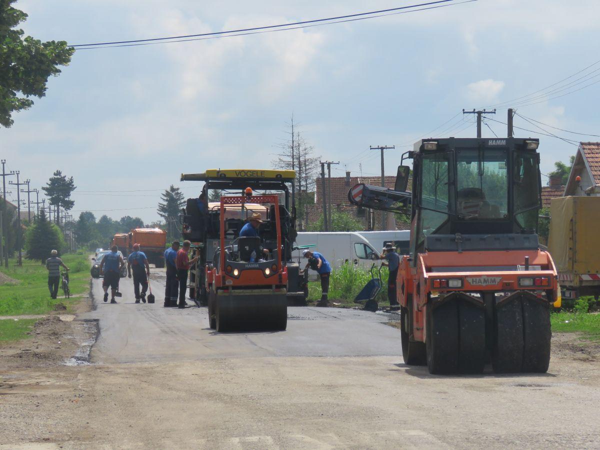 Asfaltiran put u Mačvanskom Pričinoviću