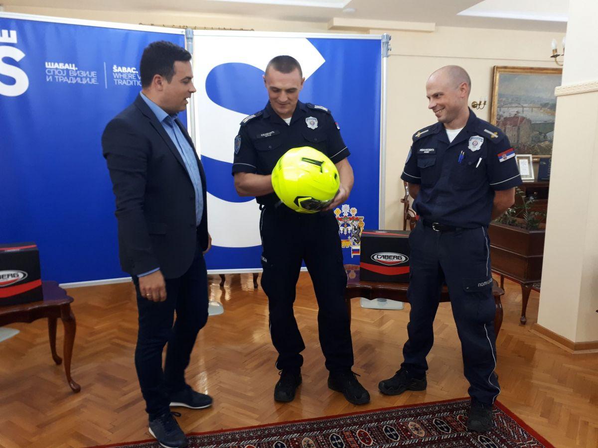 Grad policijacima na motoru poklonio nove kacige