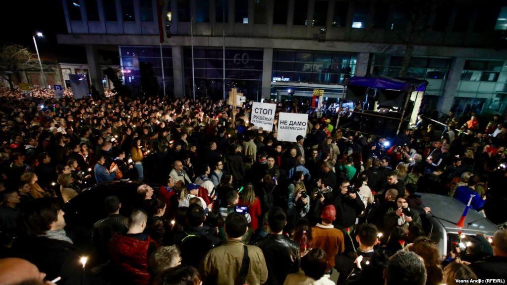 Протести испред РТС-а