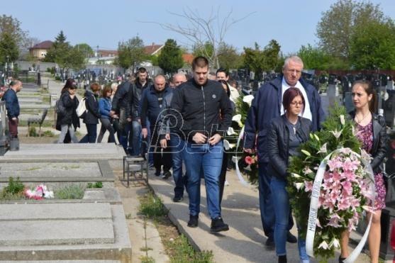 Srpska radikalna stranka položila vence na grob Milice Rakić