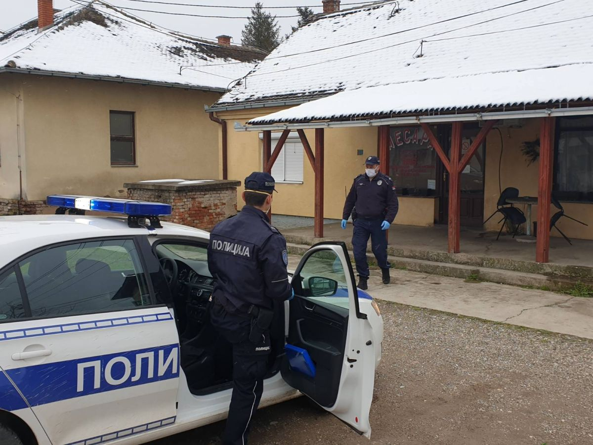 Ekipa Glasa Podrinja sa policijskom patrolom u Mačvanskom Pričinoviću