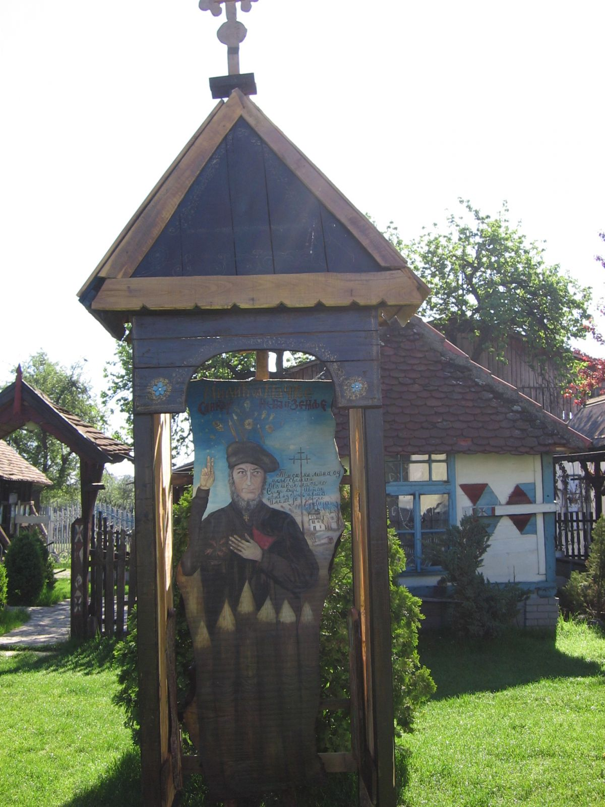Христови конаци и споменик Милићу од Мачве