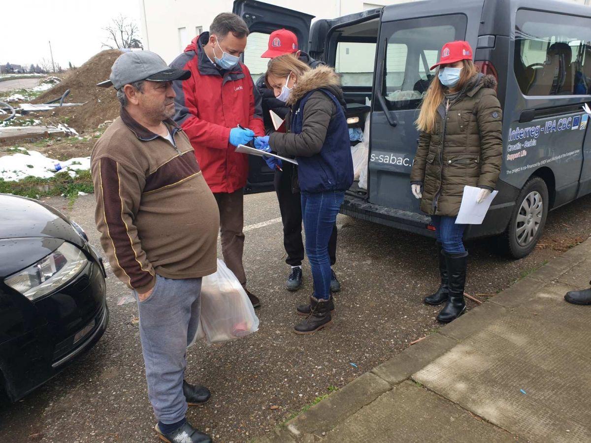 Šabački volonteri nosili pakete korisnicima narodne kuhinje