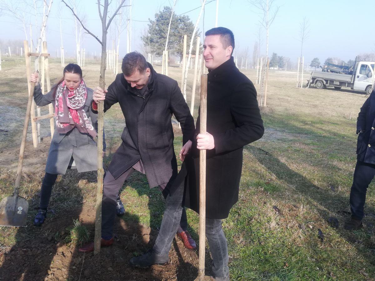 """""""Pasubio"""" darovao Šapcu 127 sadnica"""
