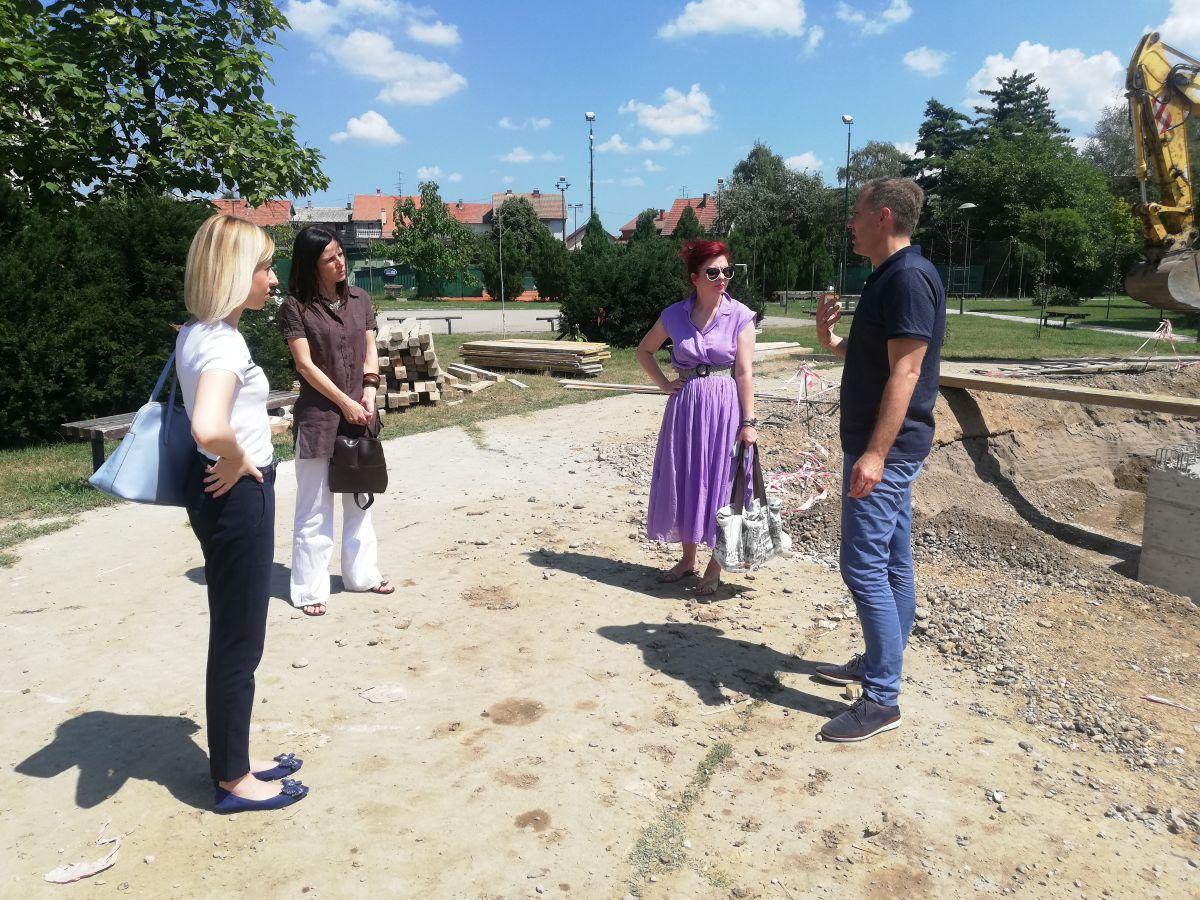 Градоначелник обишао радове на изградњи фонтане и платоа у Великом парку