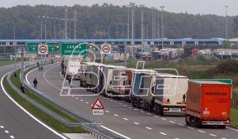 AMSS: Kamioni na prelazu Batrovci čekaju osam, na Kelebiji pet časova
