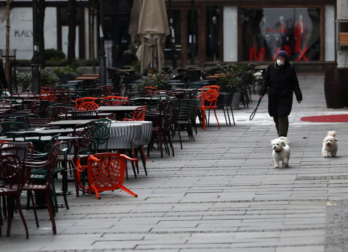 AP: Zabrana šetanja pasa u Srbiji izazvala ogorčenje, veterinar upozorava na opasnost