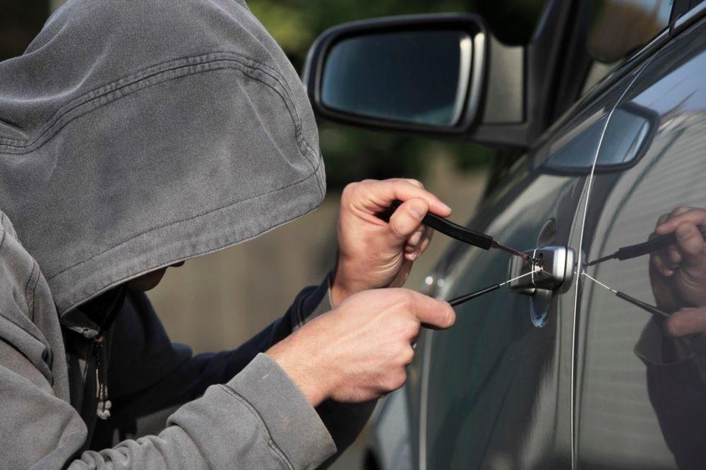 Ухапшени због више крађа аутомобила