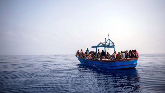 Шпанци спасли стотине миграната