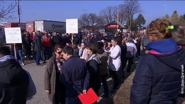 Мештани Мишара  настављају протест
