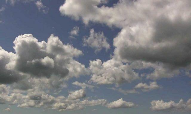 Сутра у Србији топло и ветровито, метеоролози упозорили на олујни ветар