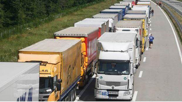 Камиони на Келебији чекају четири сата