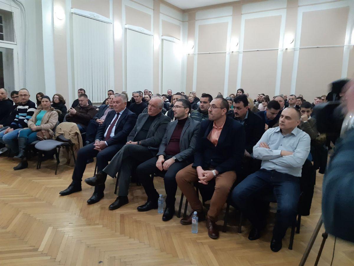 Ne može se Vučić srušiti bojkotom