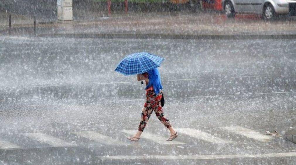 Upozorenje meteorologa na obilne pljuskove, grmljavinu i olujni vetar