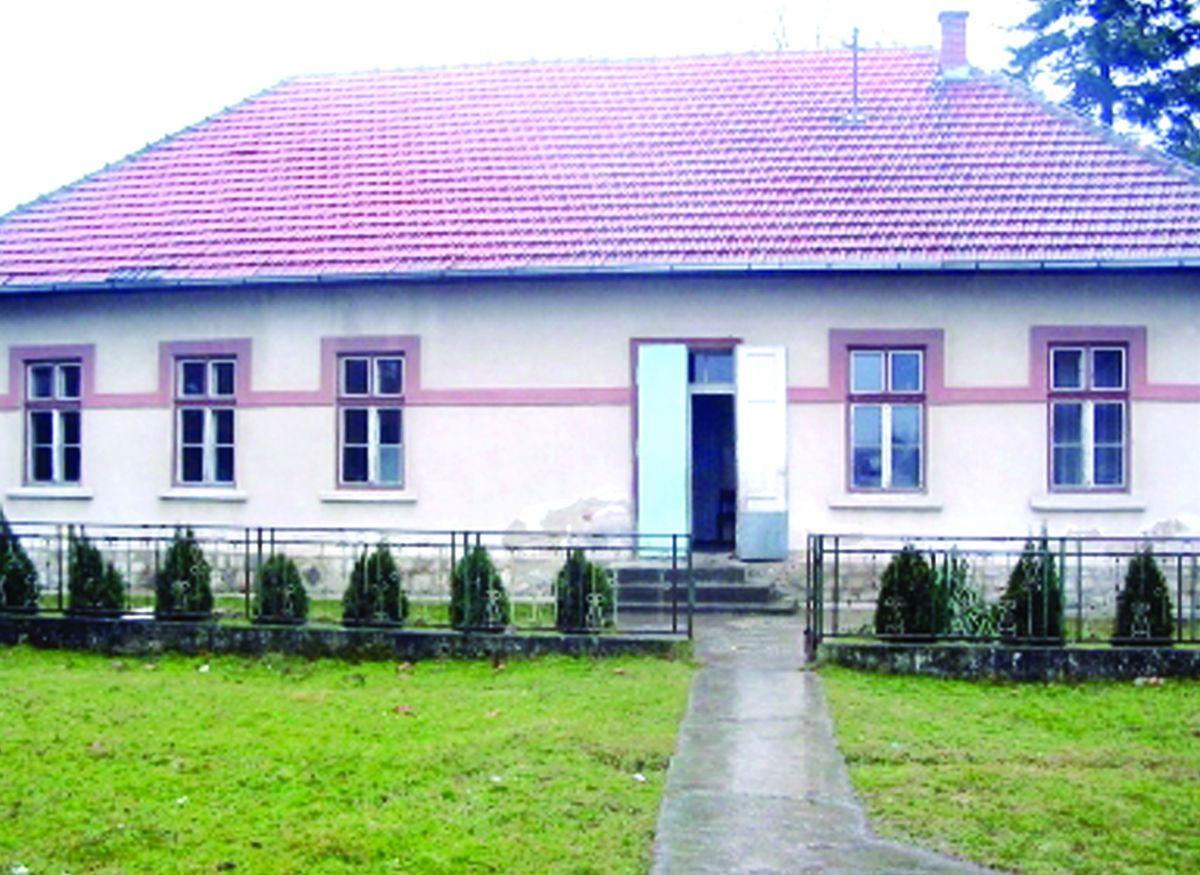Школа чува  село