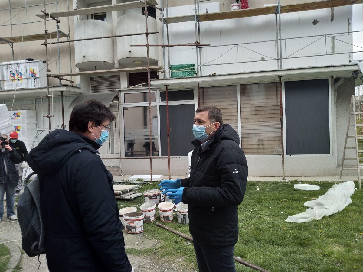 Zelenović posetio radove na izolaciji zgrade
