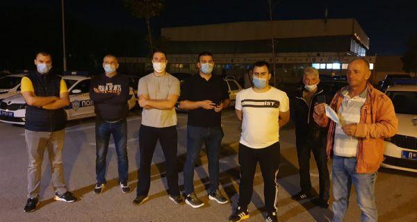 Mašinovođe se okupile ispred PU da podrže uhapšenog kolegu