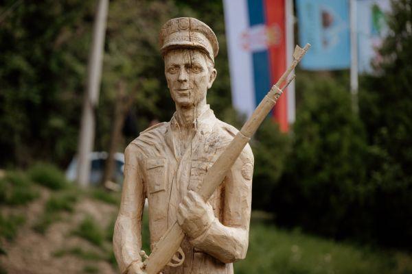 Споменик шумару хероју