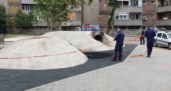 Комунална полиција оградила игралиште у Бенској бари