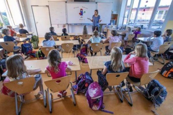 Ružić: Korona virusom zaraženo 1,8 odsto zaposlenih u prosveti i 1,4 odsto učenika
