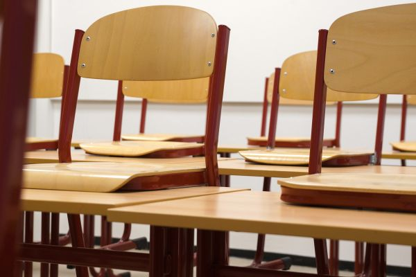 Ministarstvo: Od ponedeljka kombinovani model nastave u srednjim školama osam opština