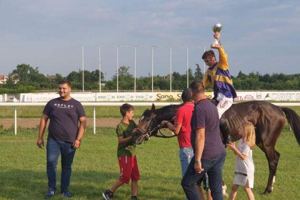 Петнаестогодишњи Станаревић са Eiskonig-ом победник трке дана