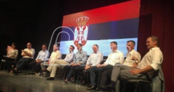 Оснивачи Савeза за Србију у Шапцу прeдставили програм од 30 тачака и одговарали на питања грађана