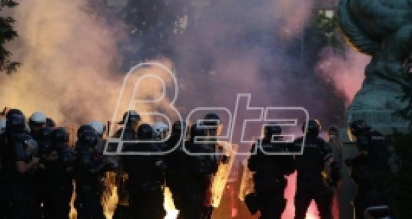 Амнести: Полиција Србије мора да престане с насиљем над демонстрантима