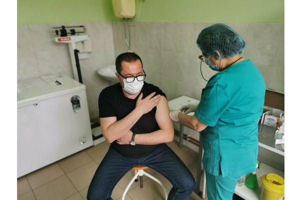 Predsednik opštine Bogatić primio vakcinu i pozvao sugrađane da se i oni vakcinišu