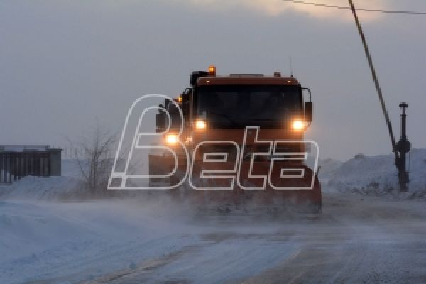 АМСС: Због снега ограничење на Милошу Великом снижена на 60 километара на сат