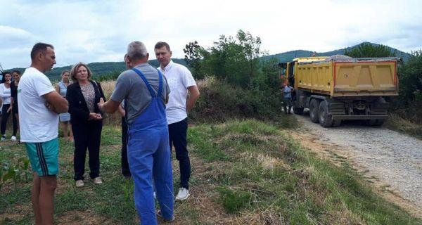 Почело шљунчење путева у Горњој Румској