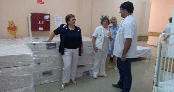 Ружа Поповић донирала душеке Дечјем одељењу