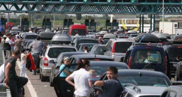 Putnička vozila na Gradini čekaju 70 minuta na ulaz u Srbiju
