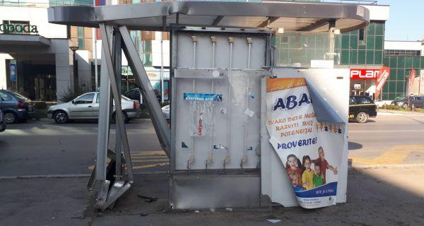 Демолирано аутобуско стајалиште