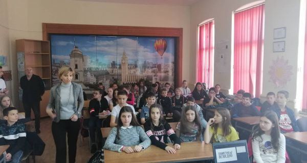 """Предавање """"Безбедност деце на интернету"""" у """"Јанковој"""" школи"""