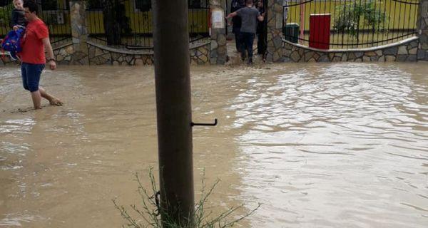 Вода продрла у вртић, деца безбедно евакуисана