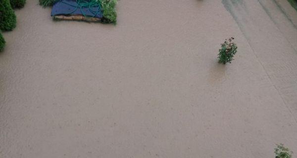 Поплављене улице и дворишта