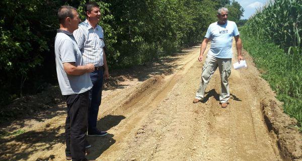 Šljunčenje atarskih puteva u Tabanoviću