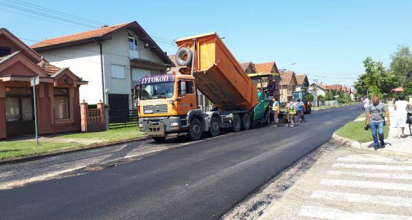 Asfaltiranje ulice Nikole Pašića