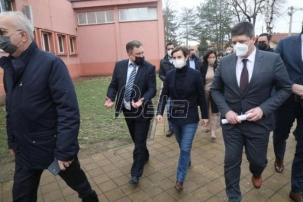 Брнабић: Опоравак Фабрике стакла у Параћину важан за целу Србију