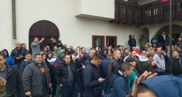 Присталице опозиције и СНС окупиле се у Гроцкој