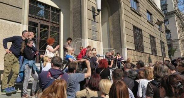 Транспарентноаст Србија: Закон о кредитима у швајцарским францима мора на јавну расправу