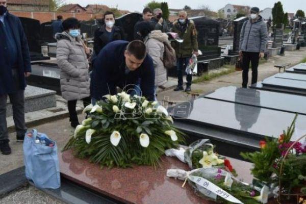 SRS položila cveće na grob Milice Rakić