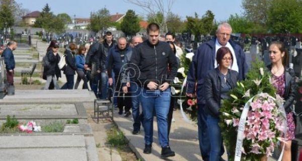 Српска радикална странка положила венце на гроб Милице Ракић