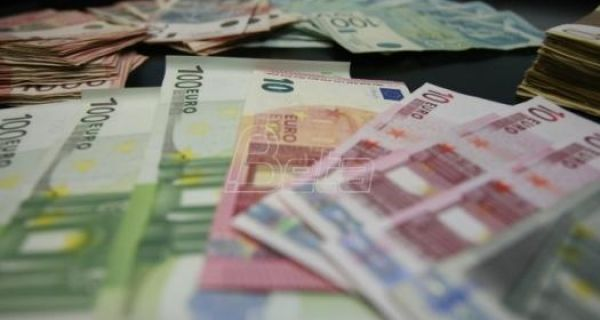Фондација Евро за знање:Коме 100 евра не треба нека их донира ђацима